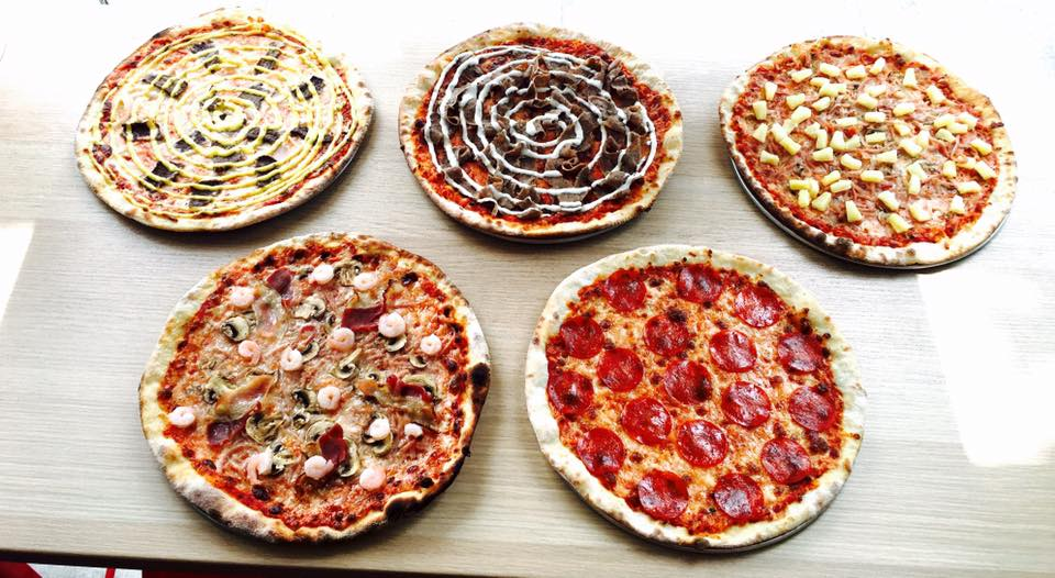 Pizza With Banana And Curry Try Swedish Pies At Reds Umgas