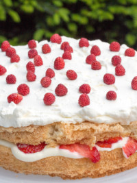 Recipe: Strawberry Cake with Elderflower Cream