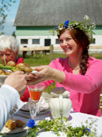 Throw Your Very Own Midsummer Party