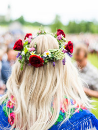 How to Make Your Own Midsummer Flower Crown