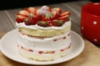 SWE-Dishes: 'Lagom' Strawberry Meringue Cake
