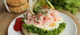 Peel One Up, It's Räkmackans Dag! Roundup Of Shrimp Sandwich Recipes